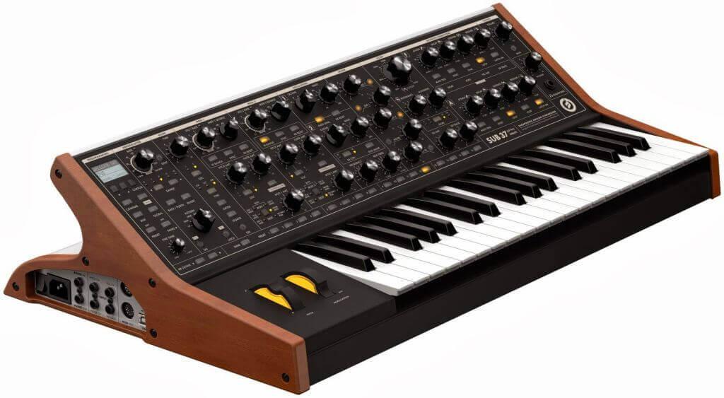 Moog basszus hangszer szintetizátor